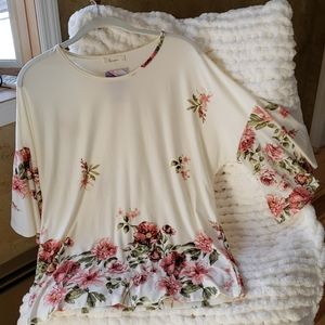 NWT Les Amis Flowery Blouse Flutter sleeve